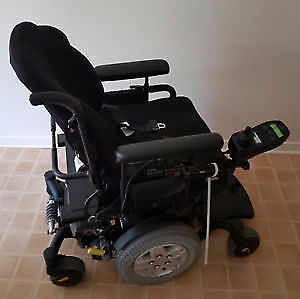 Electric Wheelchair-Quantum Q6 edge-comes with portable charger