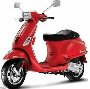 2008 Red Vespa S150 with top case, serviced, MVI, very low km