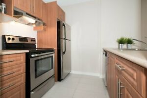 Av Victoria Ave and Woodstock: 222 Rue Woodstock, 2BR