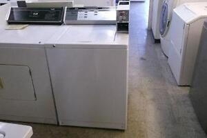 LAVEUSE PAYANTE WHIRLPOOL / COIN OPERATED WHIRLPOOL WASHER