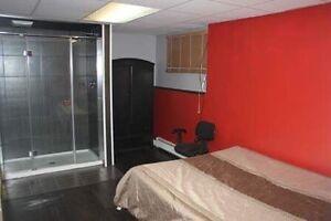 Chambre à louer! Avec douche privée! Disponible!