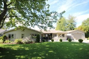 Goderich #3 Lakeview cottage retreat or home!