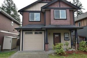 3 Bedroom 2.5 BA House- Westhills- One Small Dog Considered