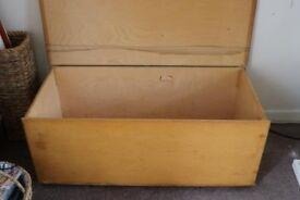 Pine blanket/toy box