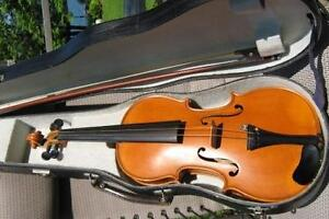 ANTIQUE SALZARD VIOLIN ,WOODEN CASE,BOW AND QUILT