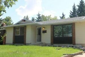 Main Floor House in Quite Forest Lawn -St. Albert - Pet Friendly