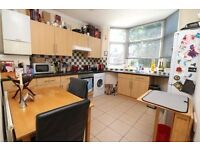 2 bed flat, top floor spacious flat near Manor House, N4 and Harringay BR Rail. Furnished.