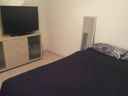 Room for rent in Kensington town house