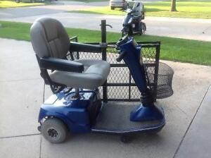 Battery operated wheel chair with carrying cart London Ontario image 2