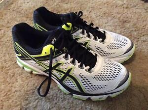Asics men's running shoes with gel cushioning (Size US 10)
