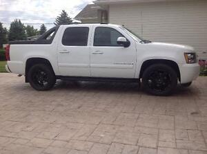 2009 Chevrolet Avalanche Loaded LT Pickup Truck
