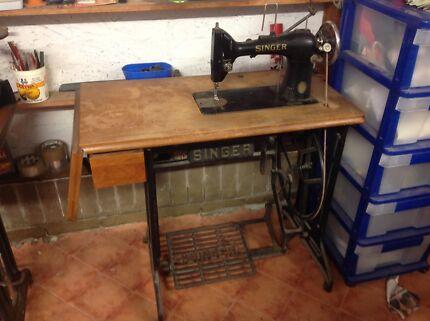Singer vintage treadle sewing machine works great EG21873C