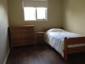Room for rent in Amherstview home - parking available Kingston Kingston Area image 1