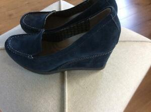 Naturalizer suede shoes new