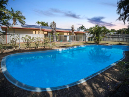 Pool, Solar Power, Aircon, 3 bed Home for Family or Investment