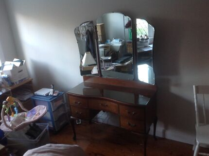 Dressing Table. Queen Anne style