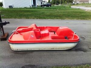 RED 4 SEATER PADDLE BOAT