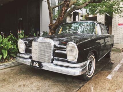 1965 Mercedes-Benz 220 Sedan