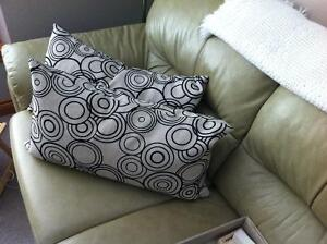 DECORATIVE PILLOWS, SET OF 2, ALMOST NEW