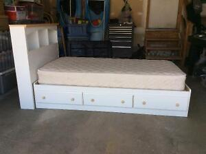 GIRLS TWIN BED AND MATTRESS