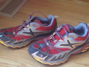 Men's size 7.5 North Face Hiking shoes