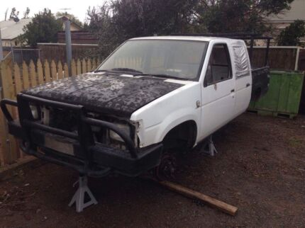 Wrecking 1990 Nissan D21 duel cab ute