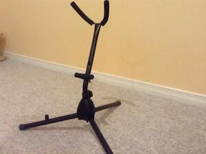 Saxophone stand