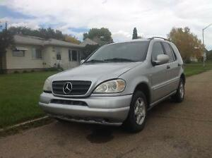 2000 Mercedes-Benz M-Class ML320 SUV, Crossover
