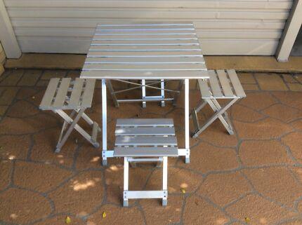 Folding table & 4 folding stools + zippered carry bag
