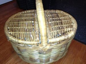 Vintage wicker picnic basket for sale London Ontario image 1