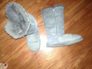 Ladies Genuine UGG boots size 5 for sale London Ontario image 1