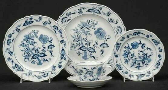 Blue Danube (Japan) Blue Onion, 20-piece Dinnerware Set (4 x 5-piece), New
