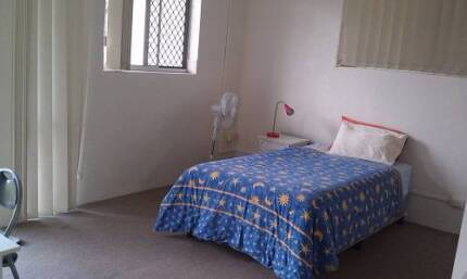 OWN LARGE ROOM QUIET INNER CITY INTERNATIONAL STUDENT SHARE HOUSE Red Hill Brisbane North West Preview
