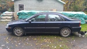 2000 Volvo S80, $400 firm, come drive it away