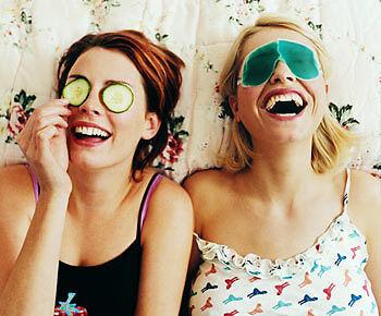 Gurken vs. Profi-Augenmaske: Im Beauty-Bereich gibt es viel zu testen. (Copyright: Thinkstock/ über The Digitale)
