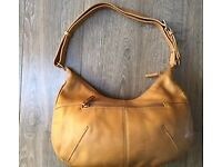 Ladies caramel leather shoulder bag