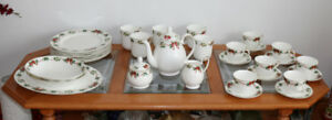 Royal Doulton Holiday Garland 34 Piece Christmas Tea Set