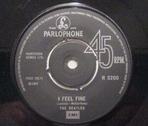 Vintage The Beatles 45 - I feel fine c/w She's a woman West Island Greater Montréal image 3