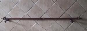 Tringue de rideau en bois brun- Curtain rod