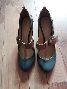 Clarks Lady Grey shoes - size 5 1/2 (39) - Great condition!