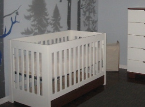 Crib (Convertible to daybed and head and foot board)