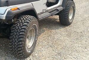 bf goodrich mud km 33x12.5 on centerline 15x10 wheels