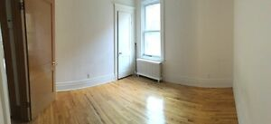 Grande chambre non-meublée/Large room unfurnished to rent