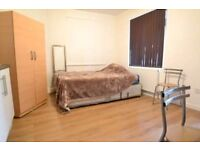 Amaizing, LARGE STUDIO FLAT in HOUNSLOW. Very good location, INCLUSIVE OFF ALL BILLS