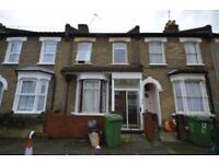 *Stunning Large 4 bedroom house located only a short walk Canning town station*