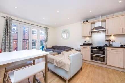 Classy 2 Bedroom flat, Wimbledon, sleek and classy finishing, lovely living