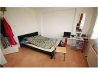 SHADWELL E1, SPACIOUS 3 BEDROOM DUPLEX APARTMENT, WITH BALCONY