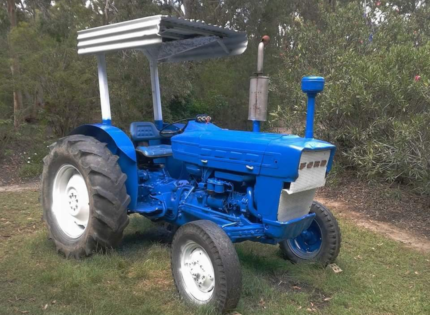 BEST OFFERS FORD 3000 TRACTOR Weyba Downs Noosa Area Preview