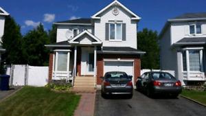◆◆◆◆ Laval , Belle maison situe dans un quartier recherche!!!