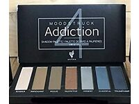 Eyeshadow Palette with angle/shadow application brush. Gift set